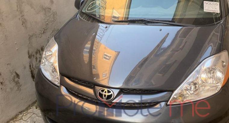 Toyota sienna 2010 model going for 4million